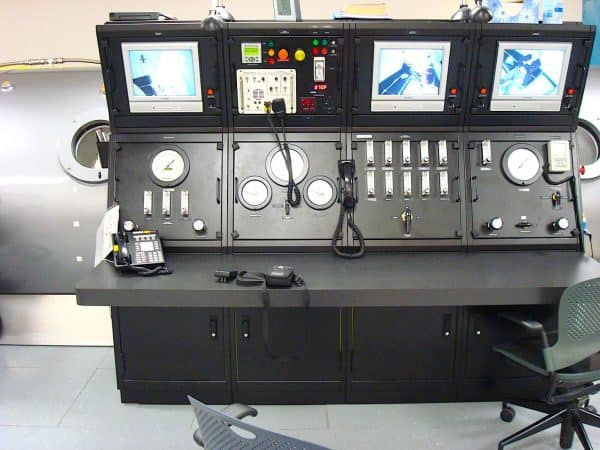Multiplace Hyperbaric Chamber Model 7200 DL Console